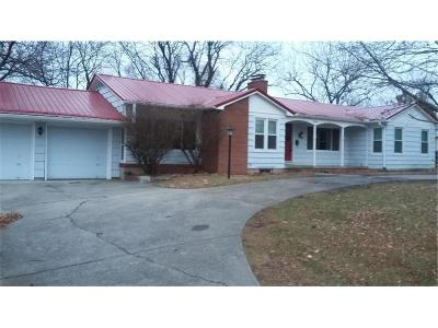 Knob Noster Single Family Home For Sale: 504 E McPherson Street