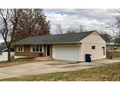 Gladstone MO Single Family Home Show For Backups: $130,000