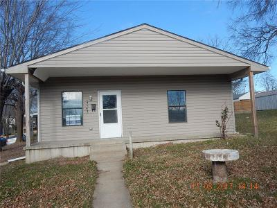 Warrensburg Single Family Home For Sale: 323 W Market Street