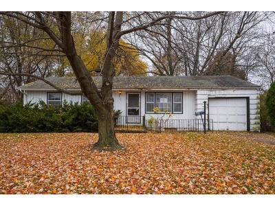 Overland Park Single Family Home Auction: 8121 W 71st Street