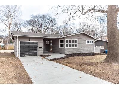 Prairie Village Single Family Home For Sale: 6104 W 76th Place