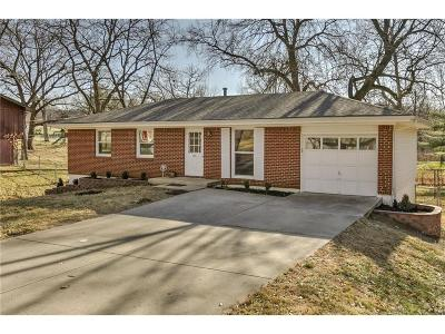 Kansas City Single Family Home For Sale: 435 NW 78th Terrace