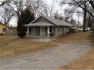 Shawnee Single Family Home For Sale: 12704 W 55th Street