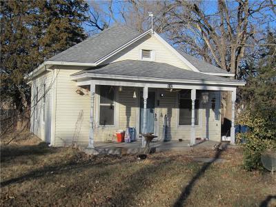 Kearney Single Family Home For Sale: 102 E 4th Street