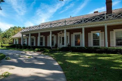 Leawood Single Family Home For Sale: 8605 Wenonga Lane