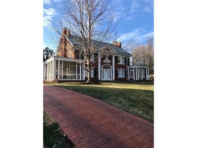 Kansas City Single Family Home For Sale: 1211 Stratford Road