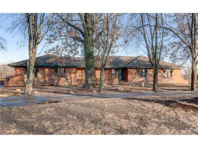 Lee's Summit MO Single Family Home For Sale: $315,000