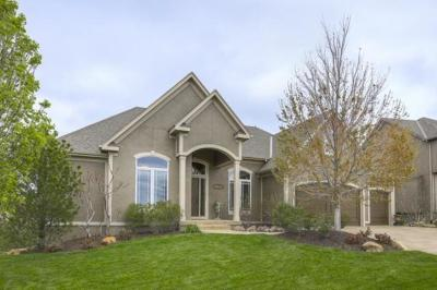 Lenexa Single Family Home For Sale: 9615 Belmont Drive