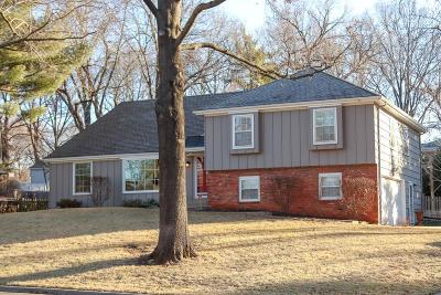 Leawood Single Family Home Show For Backups: 8220 Cherokee Circle