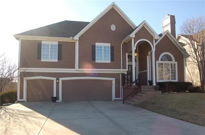 Lenexa Single Family Home For Sale: 8322 Laurelwood Street