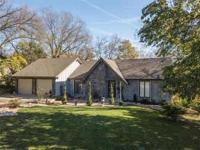Lenexa Single Family Home For Sale: 8605 Deer Run Street