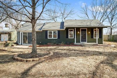 Overland Park Single Family Home For Sale: 8605 Larsen Street