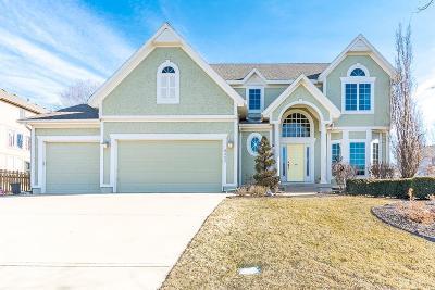 Lenexa Single Family Home For Sale: 8407 Laurelwood Street