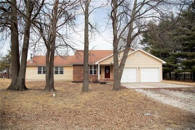 Knob Noster Single Family Home For Sale: 1283 NE 140 Road