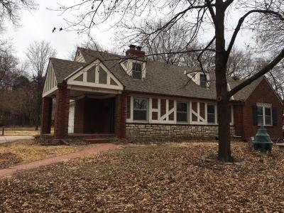Leawood KS Single Family Home For Sale: $340,000