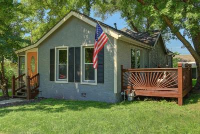 Olathe Single Family Home For Sale: 403 S Cherry Street