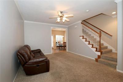 Lenexa Condo/Townhouse For Sale: 8945 Boehm Drive