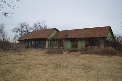 Peculiar MO Single Family Home For Sale: $132,000