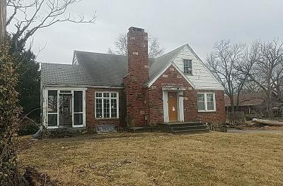 Kansas City Single Family Home For Sale: 6545 Sni-A-Bar Road