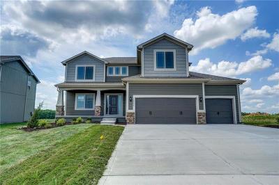 Olathe Single Family Home For Sale: 16986 S Laurelwood Street