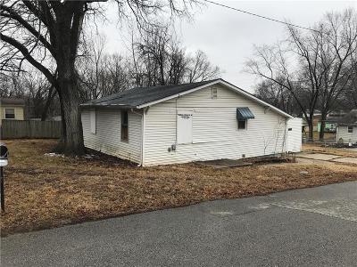 Single Family Home For Sale: 4641 N Denver Avenue