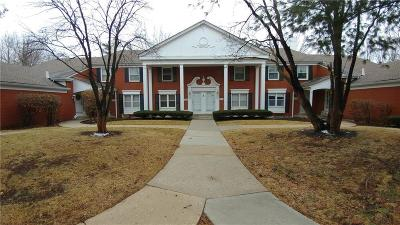 Overland Park Condo/Townhouse For Sale: 10583 Riley Street
