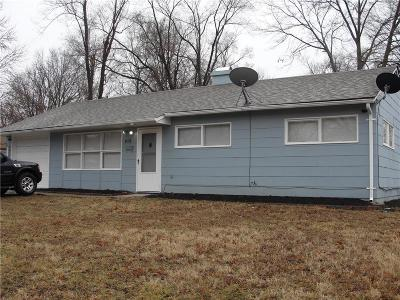 Kansas City Single Family Home For Sale: 10717 Sycamore Terrace