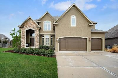Olathe Single Family Home For Sale: 16338 S Woodstone Drive