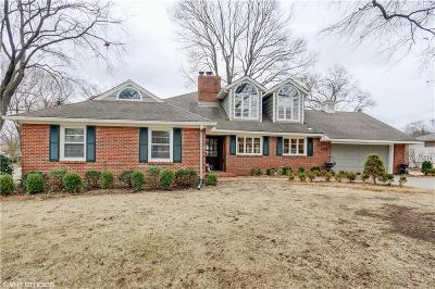 Prairie Village Single Family Home For Sale: 4303 W 66th Terrace