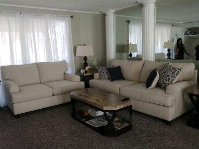 Gladstone MO Single Family Home For Sale: $134,950