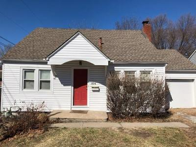 Lee's Summit Single Family Home For Sale: 104 SW 2nd Street