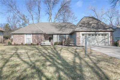 Overland Park Single Family Home For Sale: 9708 W 105th Terrace