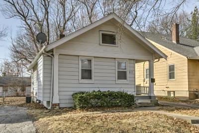 Kansas City Single Family Home For Sale: 815 W 77th Street
