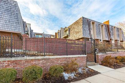 Kansas City Condo/Townhouse For Sale: 3606 Gillham Road #18