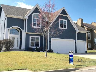 Overland Park Single Family Home For Sale: 7911 W 155th Terrace