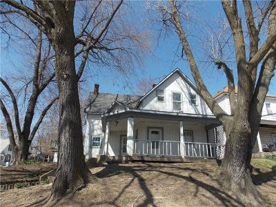 Single Family Home For Sale: 625 Atchison Street