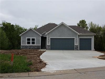 Kansas City Single Family Home For Sale: 6827 Larson Avenue