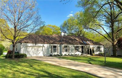 Leawood Single Family Home For Sale: 9617 Manor Road