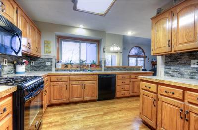 Parkville Single Family Home For Sale: 6485 NW Morrell Drive
