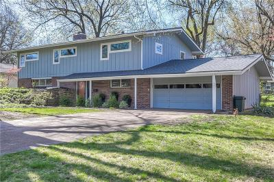 Prairie Village Single Family Home For Sale: 5207 W 79th Terrace