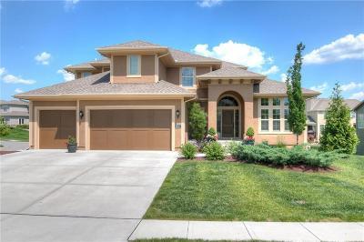 Overland Park Single Family Home For Sale: 16121 Oakmont Street