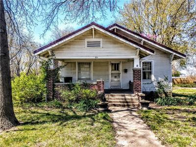 Single Family Home For Sale: 104 Tribble Street