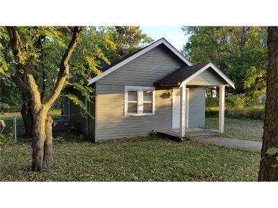 Louisburg Single Family Home For Sale: 6 S 3rd Street