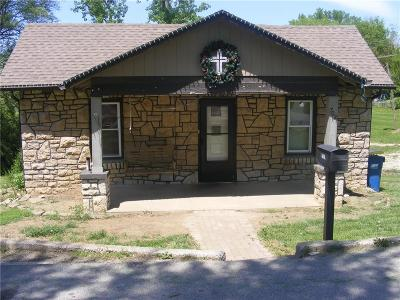 Excelsior Springs Single Family Home For Sale: 702 Centralia Avenue