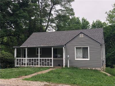 Kansas City Single Family Home For Sale: 52 Street