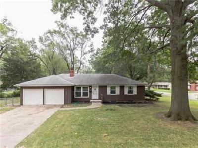 Prairie Village Single Family Home For Sale: 7621 Lamar Avenue
