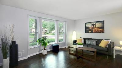 Overland Park Single Family Home For Sale: 9811 Melrose Street