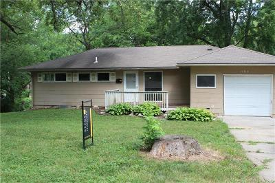 Lee's Summit Single Family Home For Sale: 1404 SW Peggy Circle
