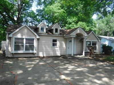 Lawrence Single Family Home For Sale: 825 Murrow Court