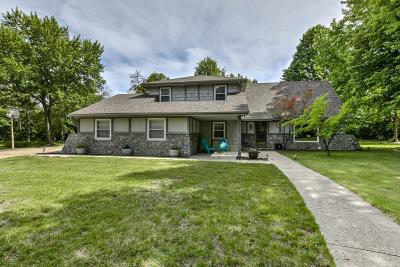 Leawood Single Family Home For Sale: 10520 Belinder Road